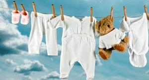 Чем стирать вещи для новорожденного: инструкция