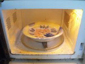 Как эффективно очистить микроволновую печь