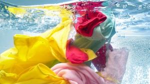 Цветные пятна с цветной одежды: как вывести, способы удаления сильных загрязнений