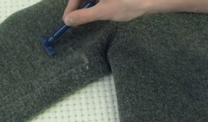 Как можно очистить одежду от катышек