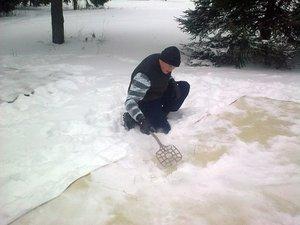 О том, что ковер можно очистить снегом, знают очень многие.