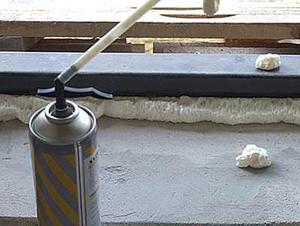 Чем отмыть монтажную пену с дверей